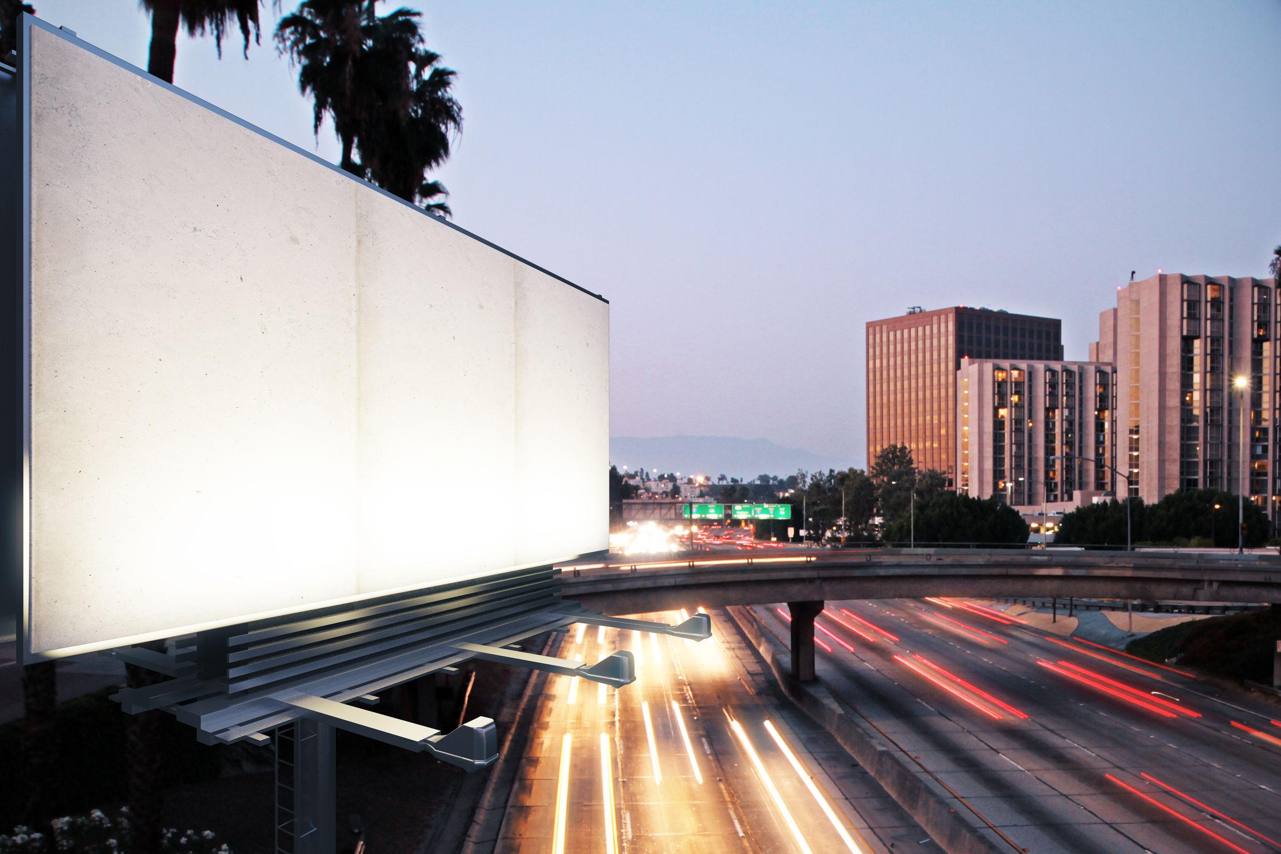 Reklama w formie billboardu – przestarzała metoda czy klasyczny pomysł, który zawsze się opłaca?