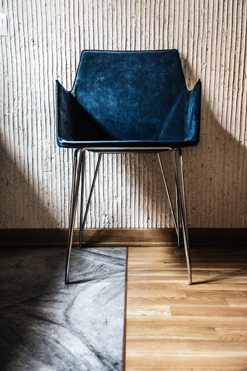 Stoły i krzesła glamour do salonu i jadalni