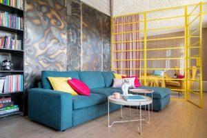 Narożnik czy sofa plus szezlong? Które meble będą pasowały lepiej do Twojego mieszkania?