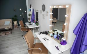 Konsoleta fryzjerska: konieczne wyposażenie salonu fryzjerskiego