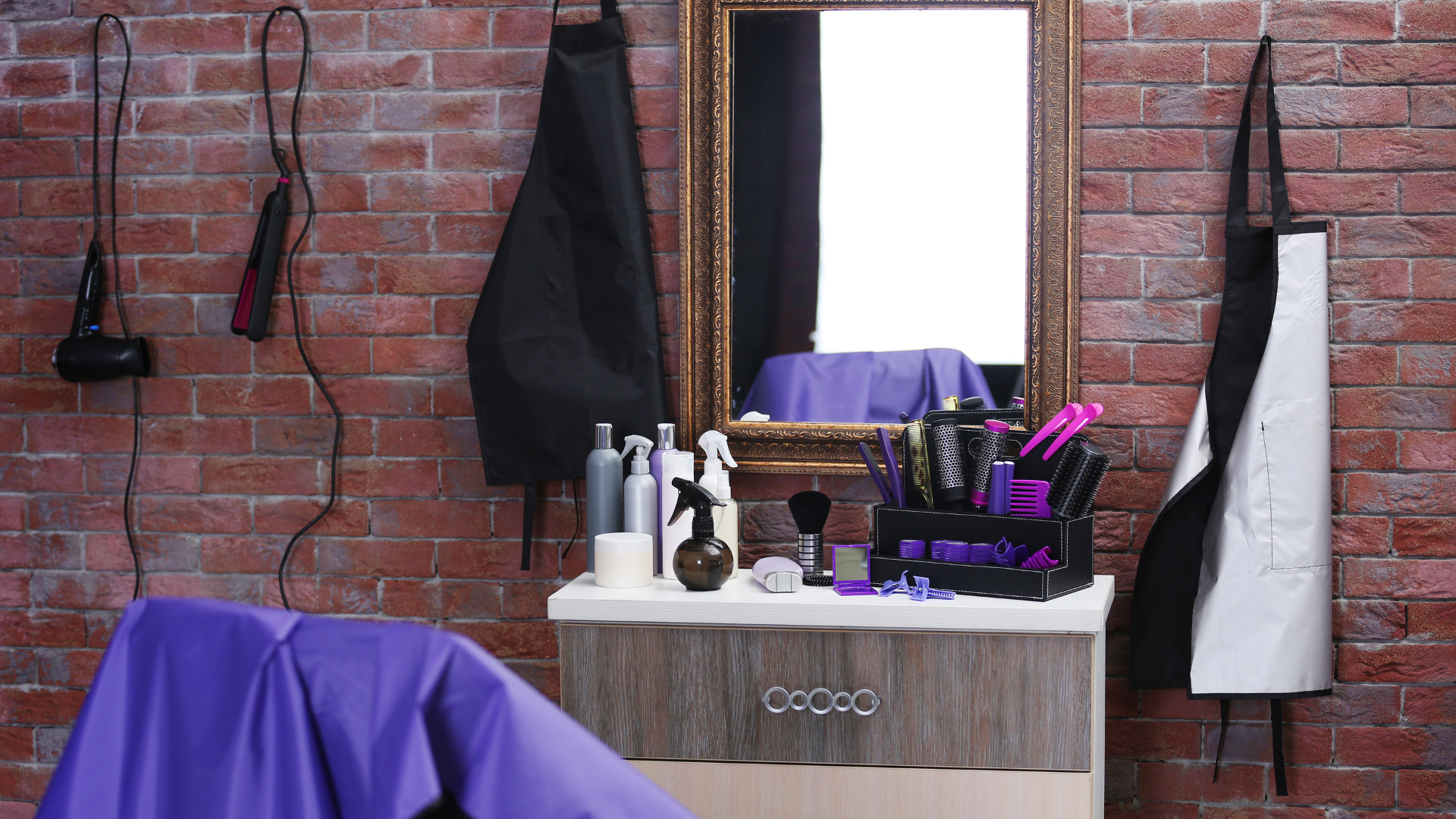 Jak dbać o meble fryzjerskie, by na długo zachowały świeżość