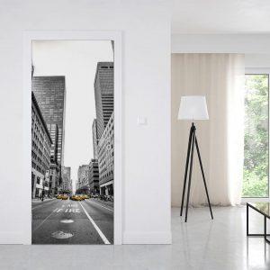 """Jak odmienić wnętrze poprzez oklejanie drzwi? Wskazówki dla """"zielonych"""""""