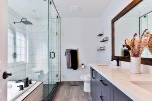 Jakie płytki, jakie meble do łazienki?