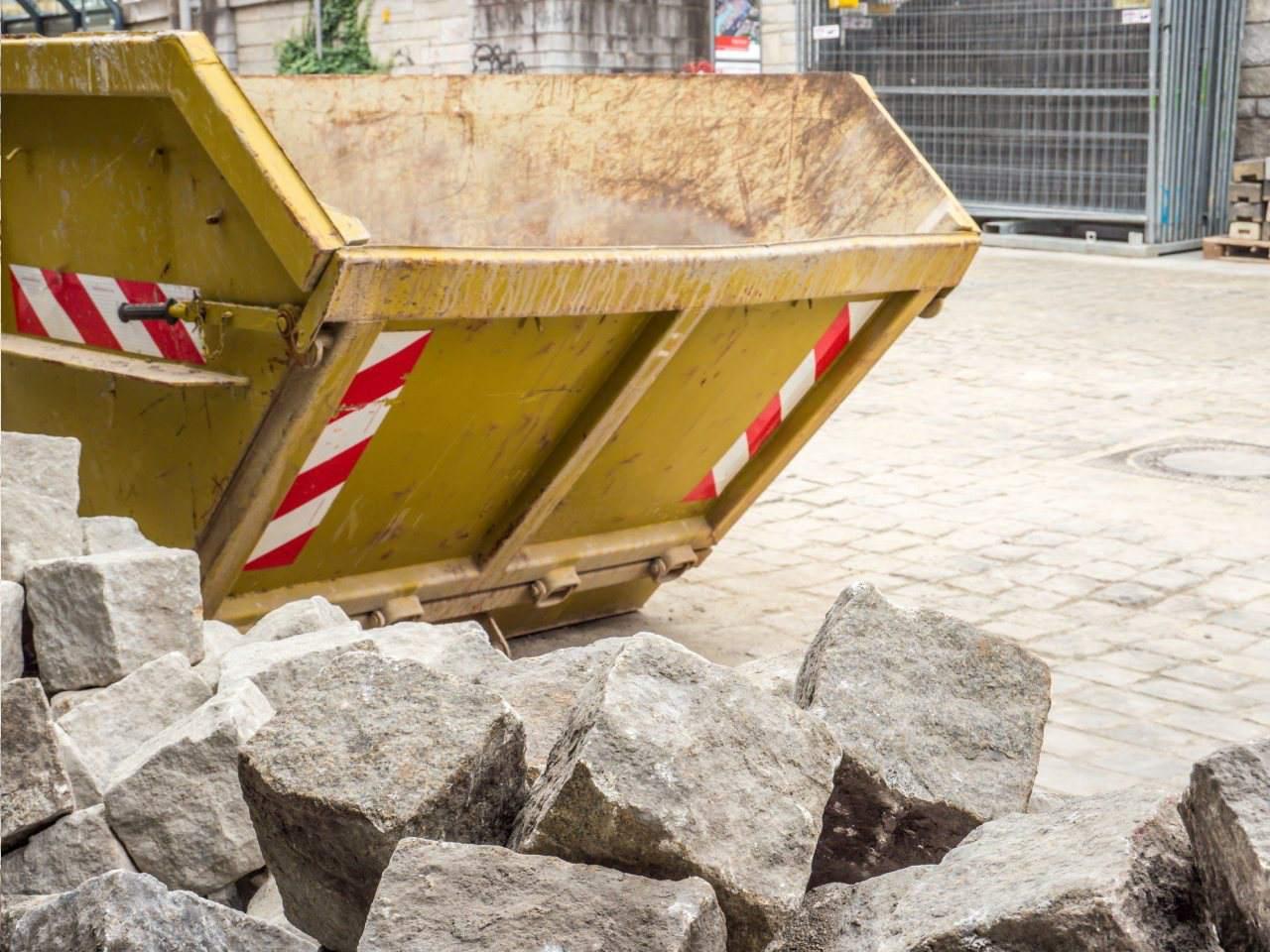 Dlaczego warto korzystać z kontenerów na odpady?